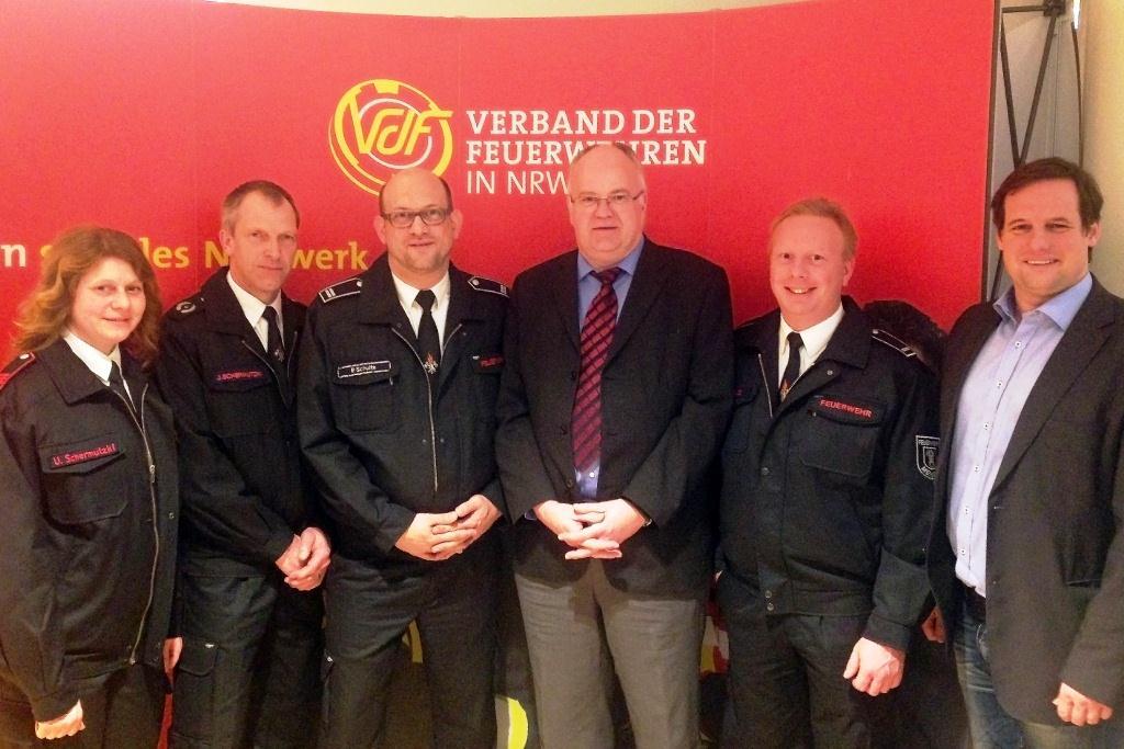 Die Delegation der Mendener Wehr mit Bürgermeister Martin Wächter und dem Landtagsabgeordneten Thorsten Schick.