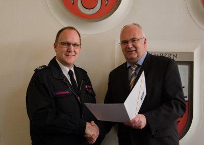 Bürgermeister Martin Wächter und Christian Bongard, neuer Leiter der Feuerwehr Menden.