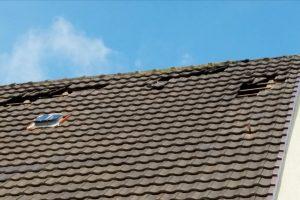 Einsatz am Tulpenweg, eine Windhose hat sechs Dächer von Wohnhäusern beschädigt