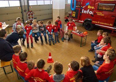 Sitzgruppe in der Fahrzeughalle