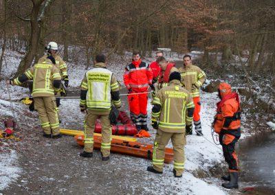 Wie alles bei der Feuerwehr ist auch die Eisrettung eine Teamaufgabe