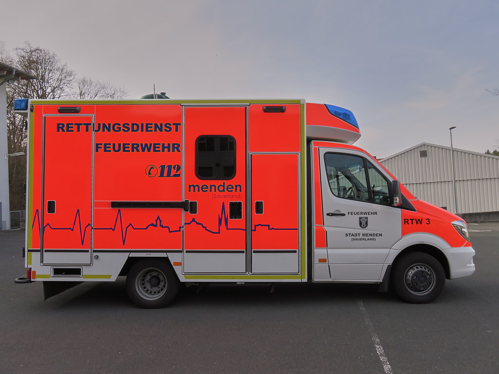 Rettung Menden RTW 03 - Foto: Jörg Czibulinski