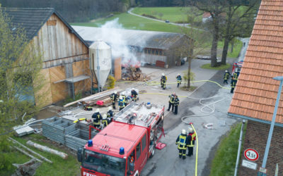 Übung: Mehrere Personen in brennender Scheune vermisst
