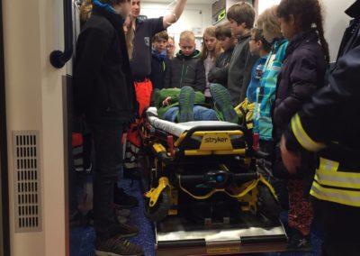 Der Rettungswagen wurde ausgiebig besichtigt