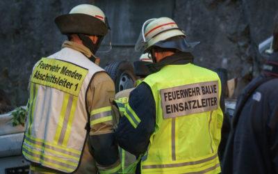Feuerwehren aus Balve und Menden üben gemeinsam im Hönnetal