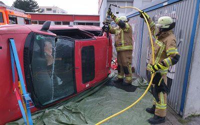 Übungseinsatz: Verkehrsunfall hinter dem Feuerwehrgerätehaus in Lendringsen