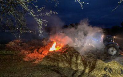 Brennende Strohmiete