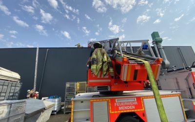 Brand in Industriebetrieb sorgt für Großeinsatz
