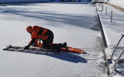 Übung: Eisrettung im Bürgerbad Leitmecke